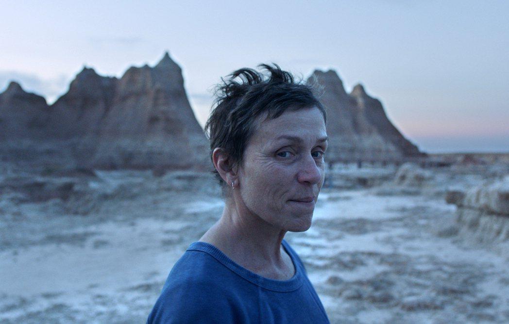「游牧人生」是目前角逐奧斯卡氣勢最強的大片。圖/探照燈影業提供
