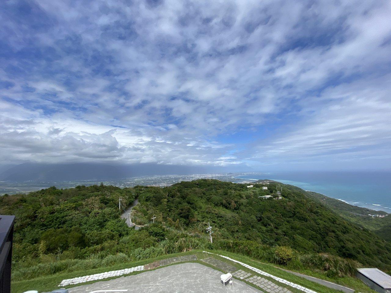花蓮景觀玻璃屋位於半山腰上,海拔380公尺,擁有最美360度景色。 圖/王思慧 ...
