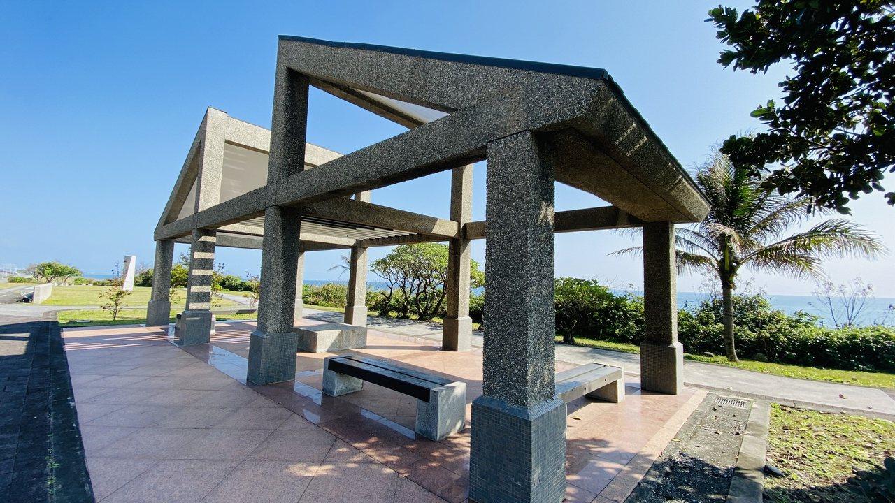 花蓮台11線上有涼亭供遊客休憩,可欣賞海景或星空下放鬆身心。 圖/王思慧 攝影