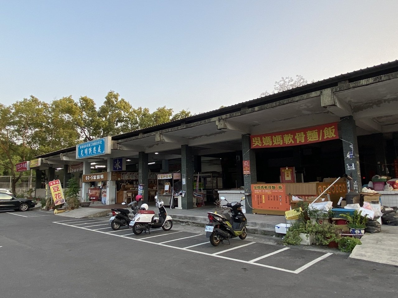 中興新村傳統市場匯集各省美食小吃,每個市場都有各自招牌美食。 圖/江良誠 攝影