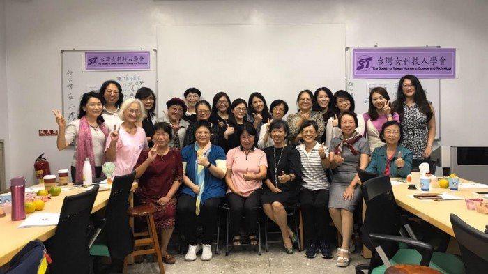 台灣女科技人學會第五屆會員。 圖/台灣女科技人學會提供