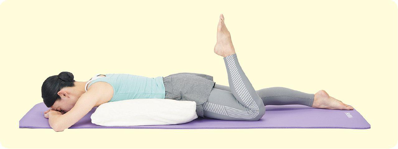 在物理治療的領域,趴的姿勢是很常見的療法,正式名稱為「俯臥療法」(prone p...