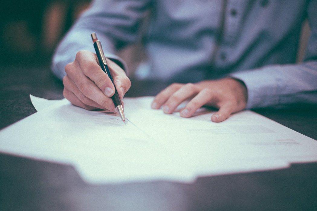 男子填寫投標單竟筆誤 圖/免費圖庫pixabay,非當事男子