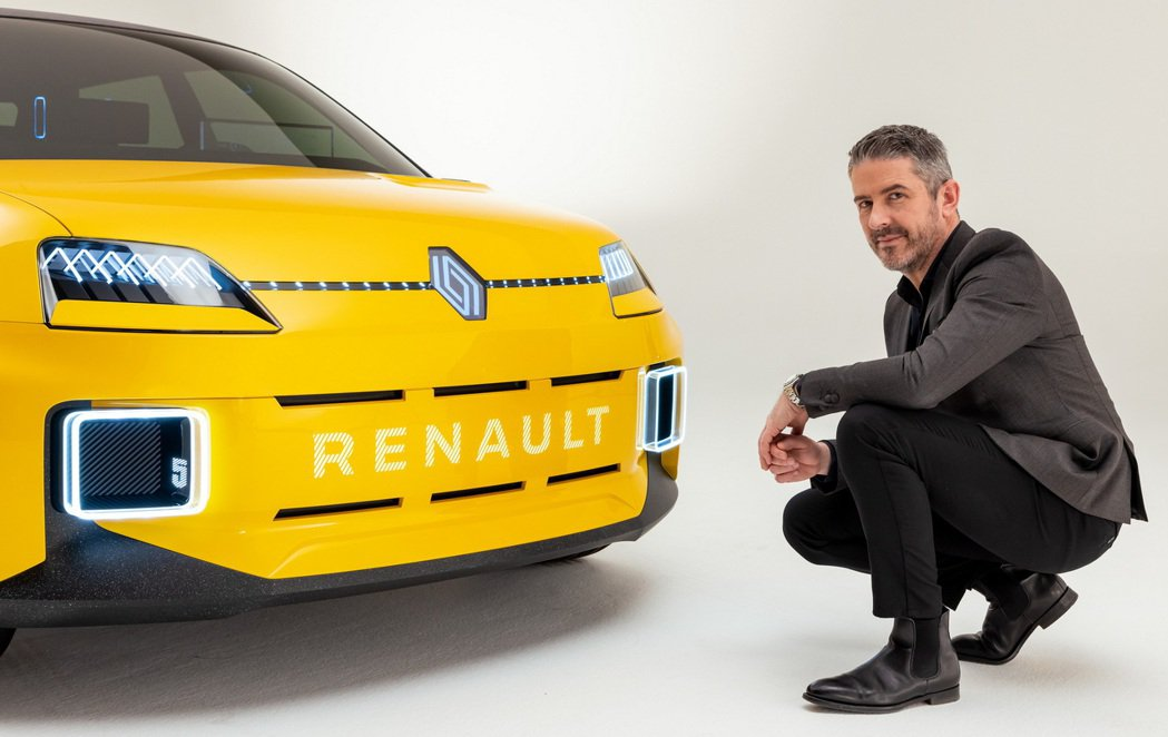Renault 5 prototype上的品牌Logo更換了全新造型。 摘自Re...