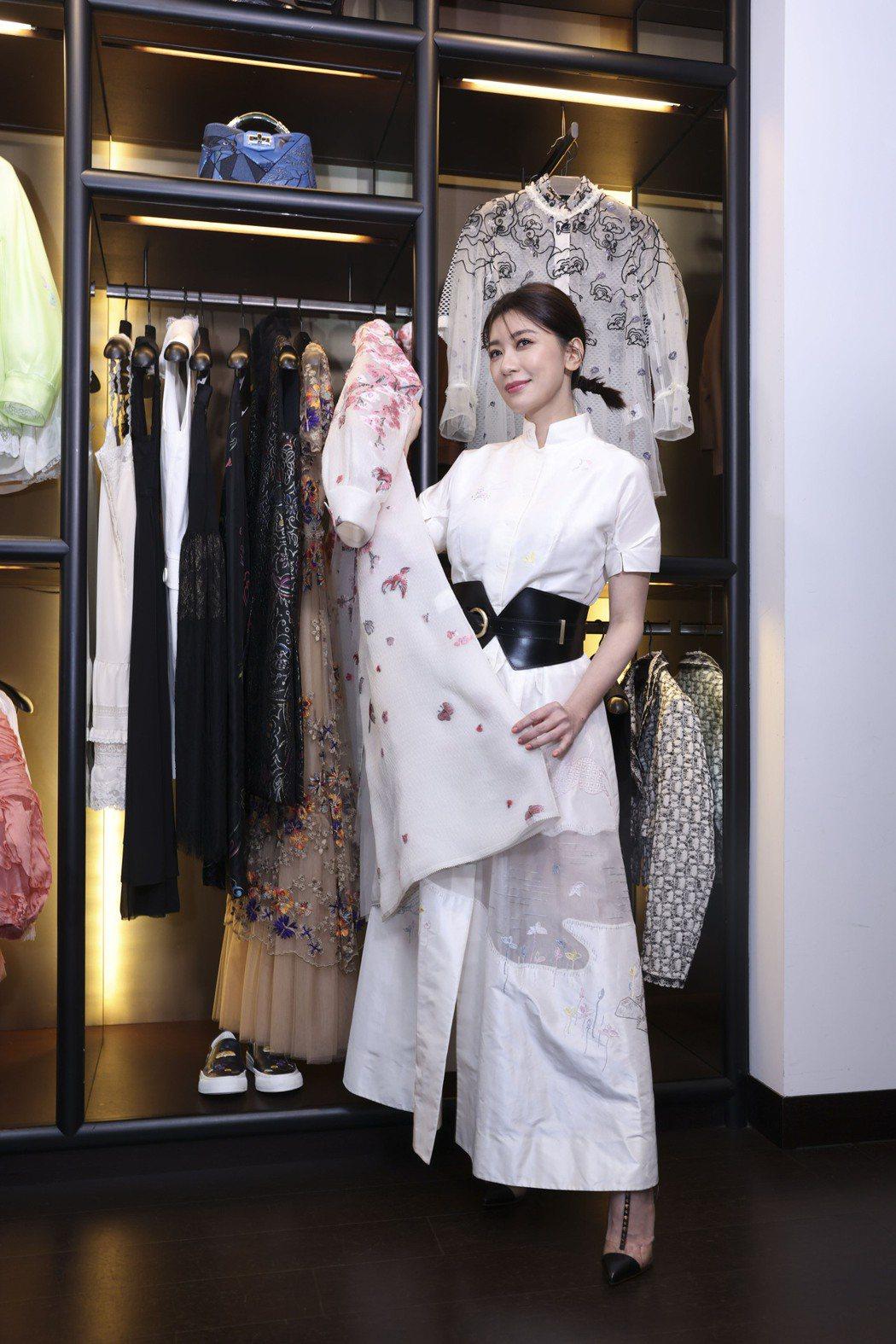 賈靜雯今天出席在福華飯店舉行的夏姿2021年拾華慈善特賣會活動。記者王聰賢/攝影