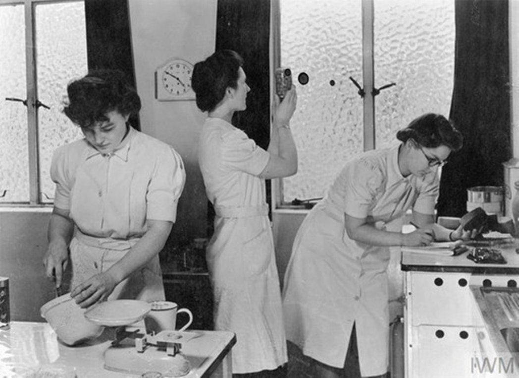 1942年,在英國的倫敦食品部(Ministry of Food)研究廚房家務的...