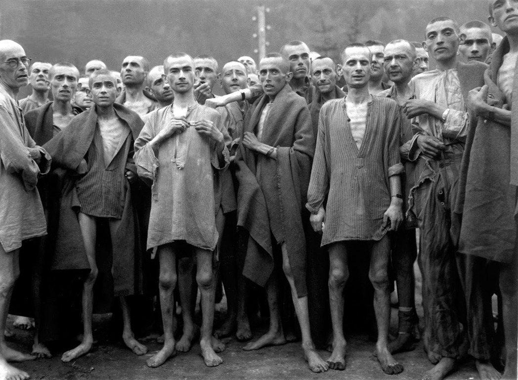 當時的集中營囚犯每天勉強可以稱得上吃三頓飯。早上是半公升的「咖啡」(但事實上不含...