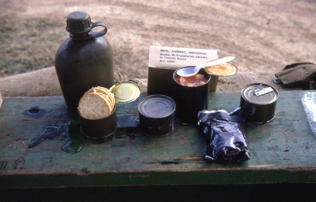 圖為60年代美軍於越戰時期使用的C口糧。C口糧在二戰後依然繼續生產,直到1958...