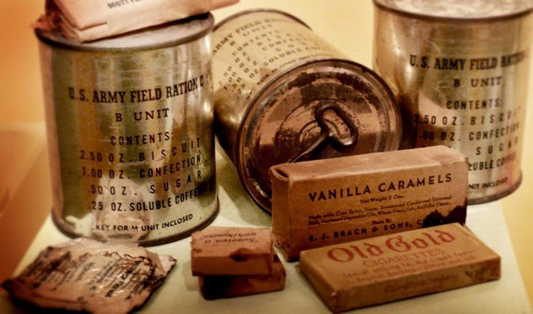 二戰時期美軍笨重的C口糧(C-ration)發明於30年代,每罐五磅重,包含三個...