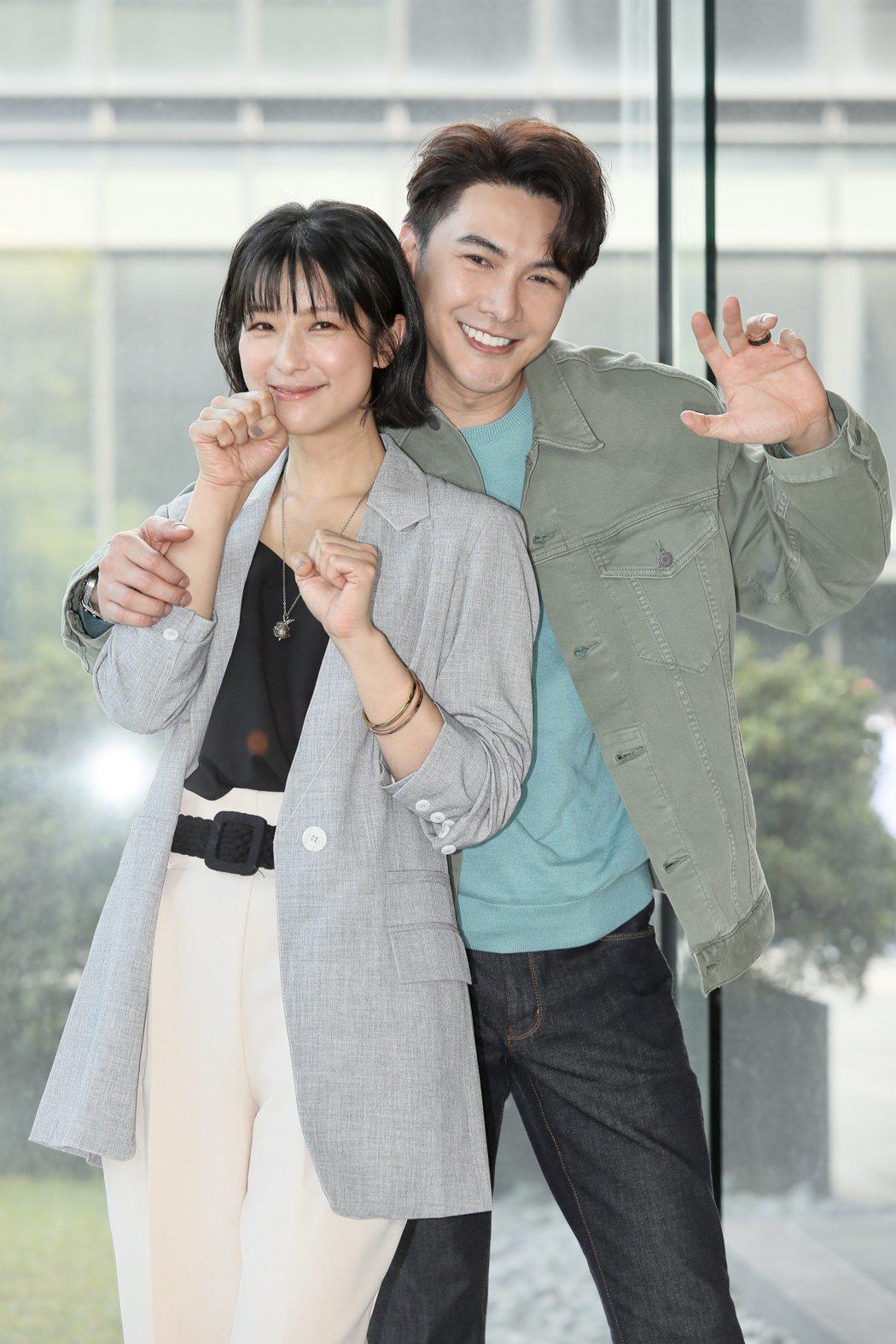 左起賴雅妍、謝佳見出席三立《三隻小豬的逆襲》第一波卡司發布。記者李政龍/攝影