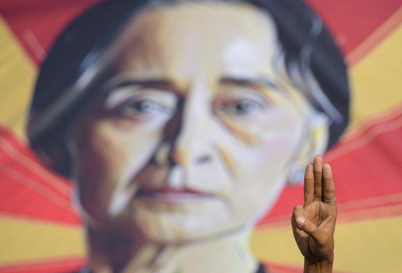 緬甸軍政府最擅長的情報系統,又一次成功把翁山蘇姬及她領導的全國民主聯盟(NLD)壓制在地。路透