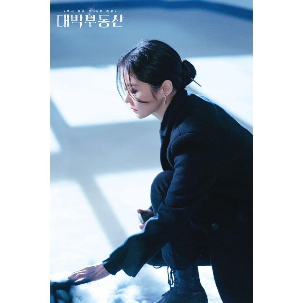 張娜拉在新劇中飾演專業驅魔師。 圖/擷自KBS官方IG