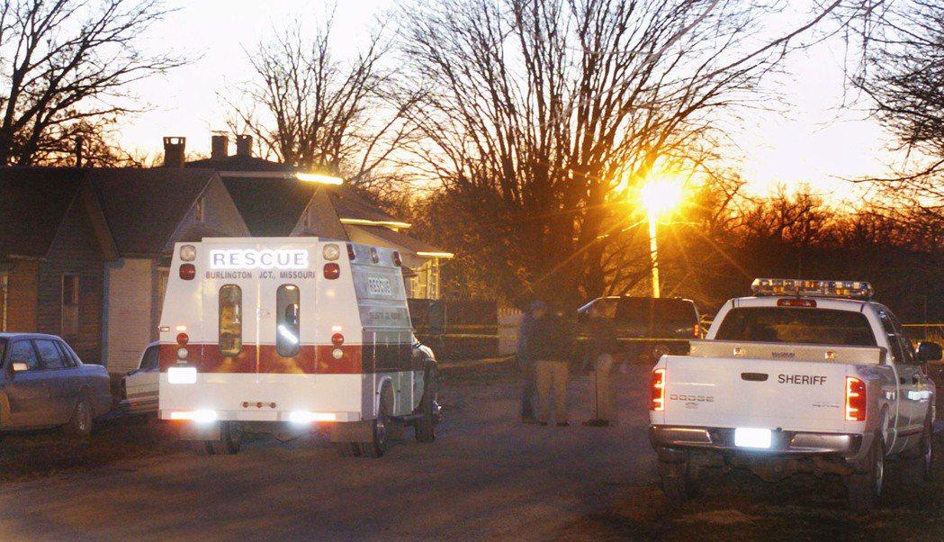 2004年12月18日,案發當時在史汀奈特家外的的救護車。 圖/美聯社