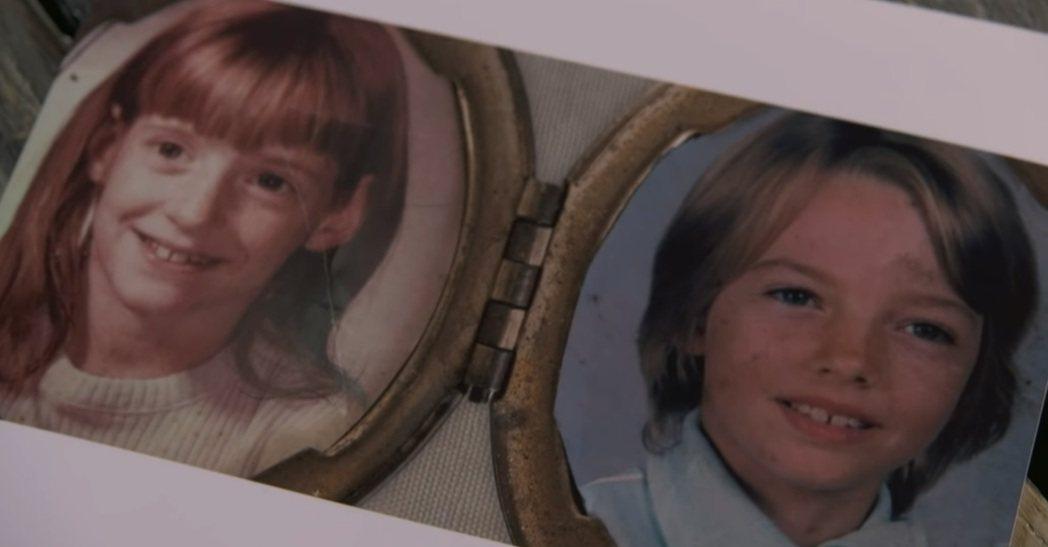 左為黛安,右為麗莎。根據姐姐黛安的證詞,在童年時期有男性到他們兩個人的房間,性侵...