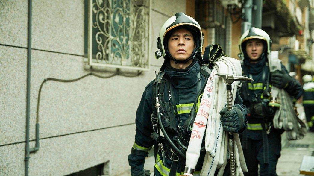 林柏宏在消防職人劇「火神的眼淚」飾演熱血消防員張志遠,平常執勤是最奮不顧身的勇者...