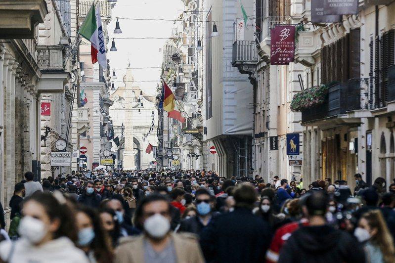 根據路透社統計,自疫情爆發迄今,歐洲地區至少3722萬1978人確診、100萬62人病歿。圖為義大利羅馬街景。美聯社