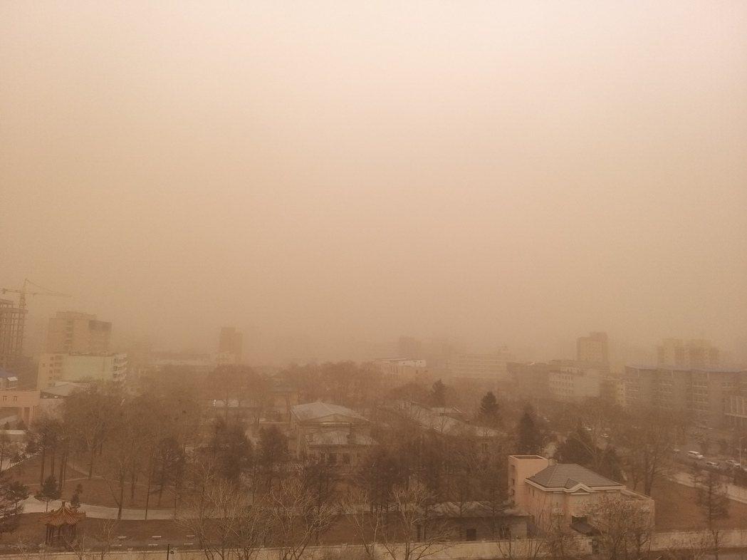 中國大陸北方多省近日遭遇近十年來最強沙塵暴。新華社