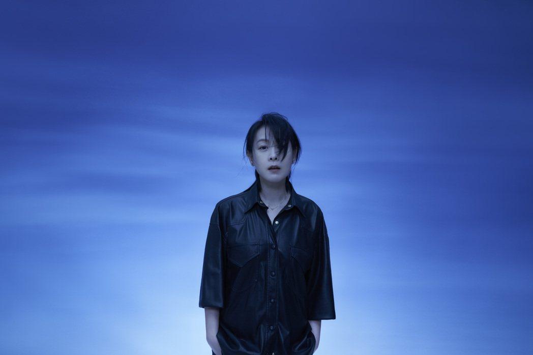 劉若英的全新專輯「各自安好」收錄11首對幸福新體悟的作品。圖/相信音樂提供