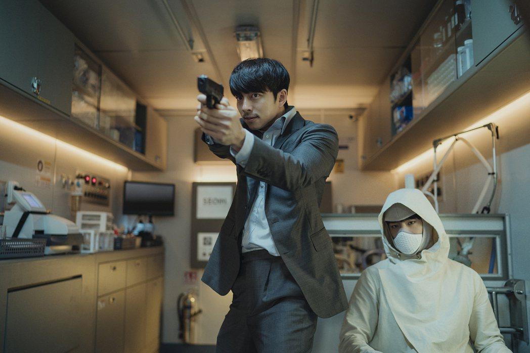 孔劉與朴寶劍兩大男神首度同台電影「永生戰」。圖/CATCHPLAY提供