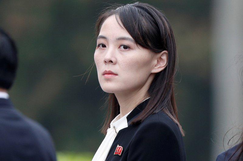 在美國國務卿與國防部長出訪日韓之際,北韓領導人金正恩的胞妹金與正(圖)警告美國別惹麻煩。路透