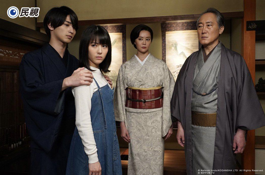 橫濱流星(左起)濱邊美波、觀月亞里莎、佐野史郎演出「我們的愛情不正常」,劇情灑狗