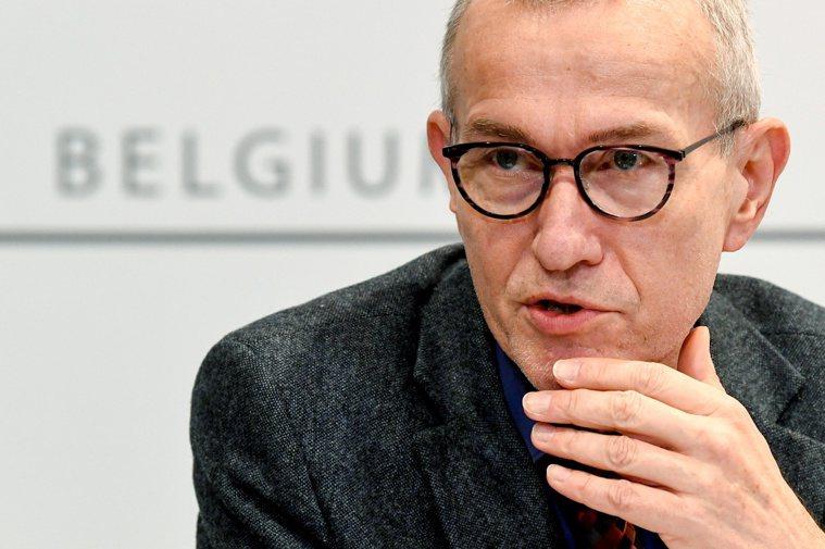 比利時衛生部長范登布羅克對歐洲多國決定停打AZ疫苗感到遺憾。路透