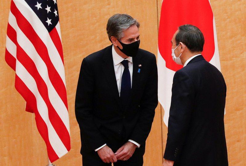美國國務卿布林肯(左)16日拜會日本首相菅義偉。路透