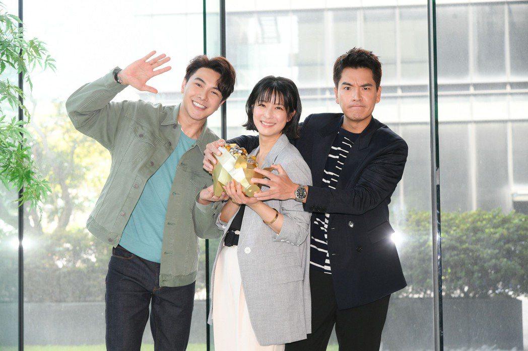 謝佳見(左起)賴雅妍和王傳一合作三立新華八「三隻小豬的逆襲」。圖/三立提供