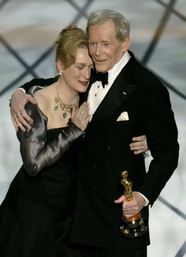 彼得奧圖(右)雖然8度入圍奧斯卡影帝都沒獲獎,卻曾由梅莉史翠普獻上終身成就獎,擁...