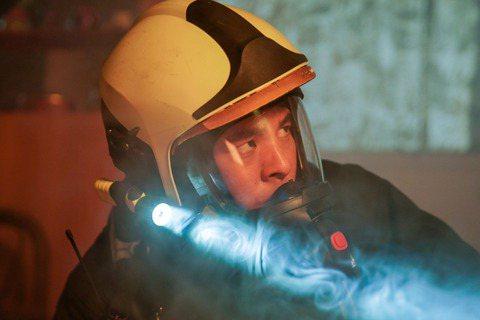 林柏宏在公視、myVideo「火神的眼淚」中飾演的「張志遠」雖然個性開朗,但卻患有「創傷後壓力症候群(簡稱PTSD)」,為了呈現生病的心理狀態,不論是手部的抖動幅度、眼神停留的長短,林柏宏都在拍攝現...