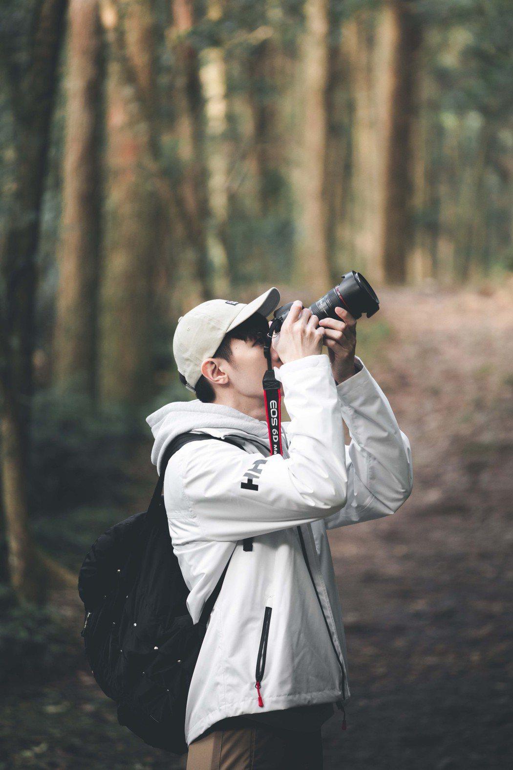 吳珝陽斯下熱愛攝影,計畫進階學習影像錄製。圖/伊林娛樂提供