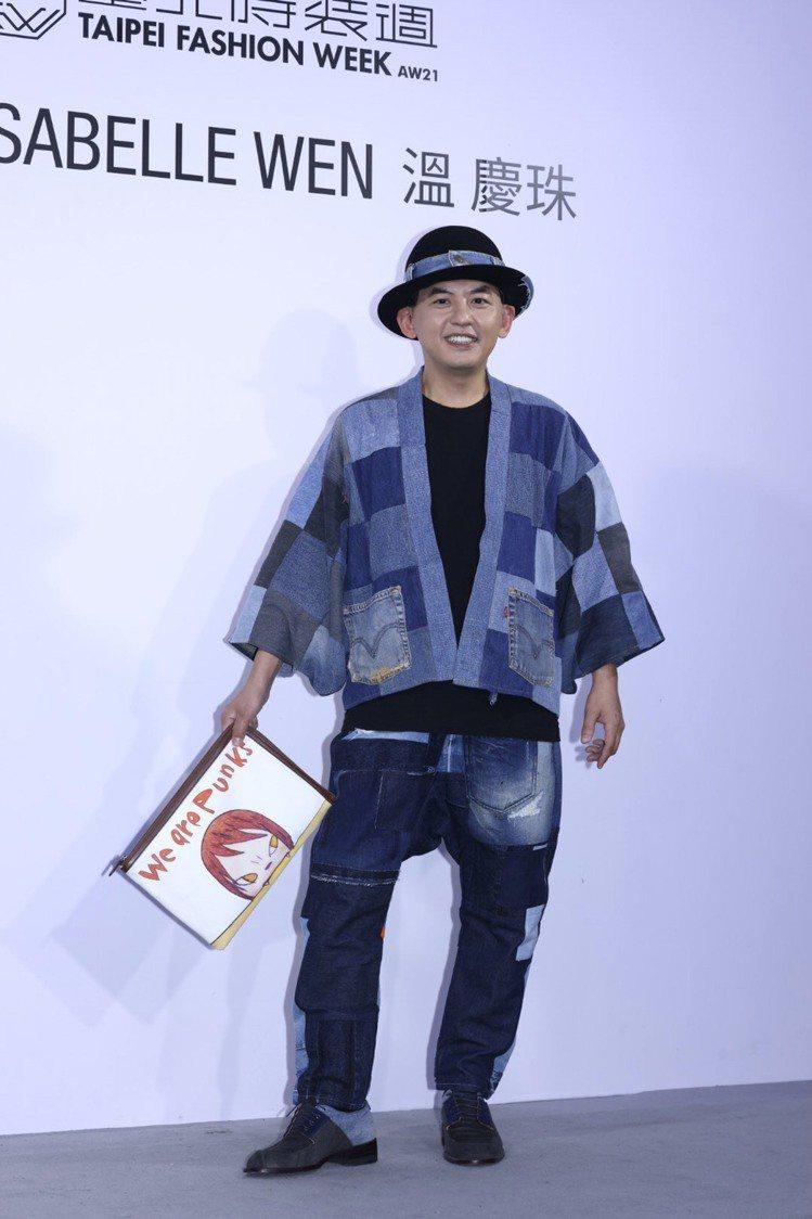 黃子佼力挺多位台灣設計師作品,昨天出席溫慶珠2021秋冬發表。記者王聰賢/攝影