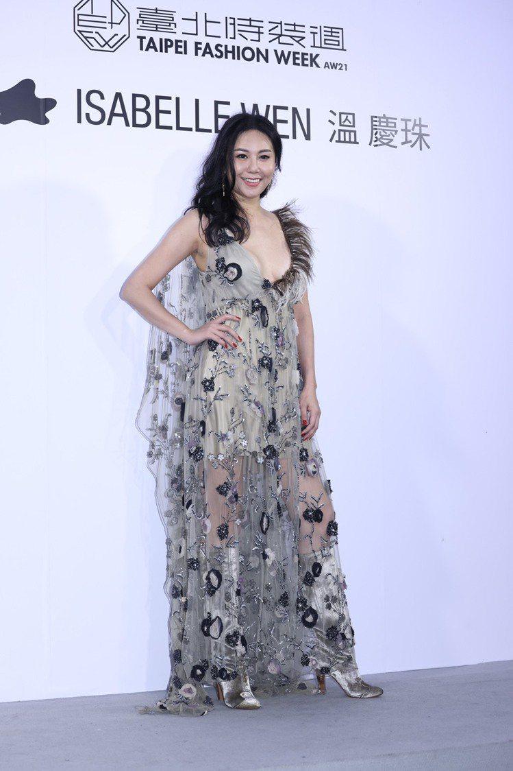 洪曉蕾以狂放性感的裙裝出席。記者王聰賢/攝影