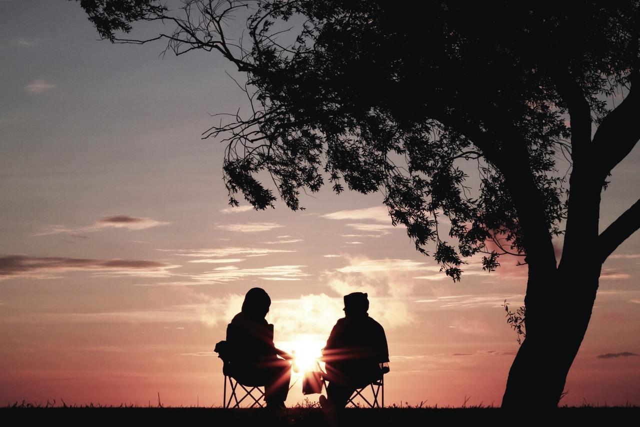 當另一半離世的時候,生者心中存留美好的回憶沒有遺憾,讓活著的人得到亡者的祝福更有...