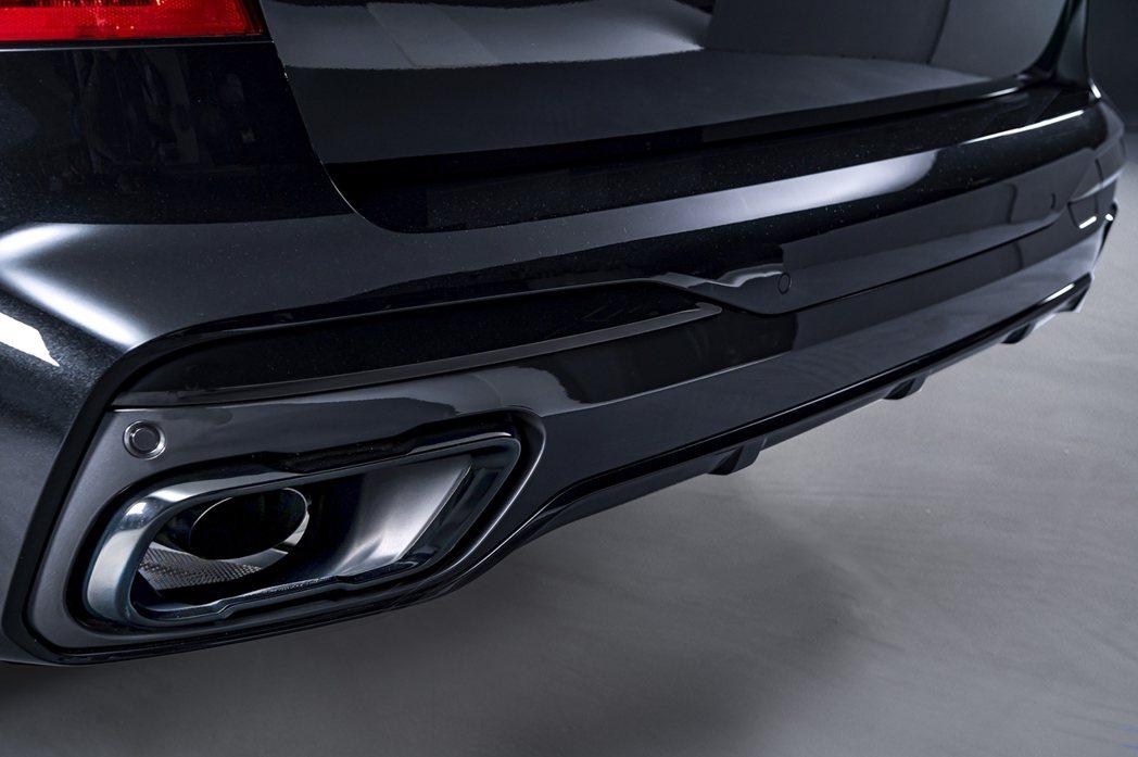 M款運動化排氣系統與黑色高光澤排氣尾飾管均為BMW X7 Dark Knight...