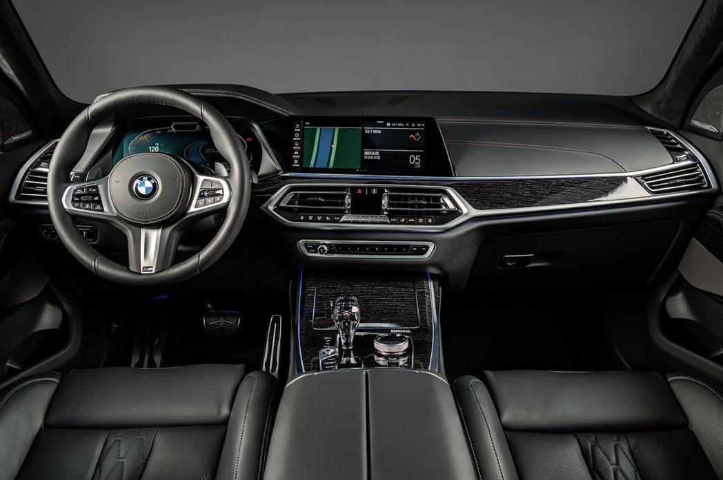 BMW X7 Dark Knight曜黑版配備全數位虛擬座艙、iDrive 7....