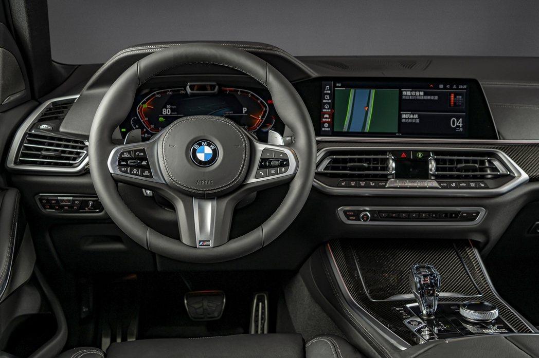 BMW X5 Dark Knight曜黑版標配全數位虛擬座艙、iDrive 7....