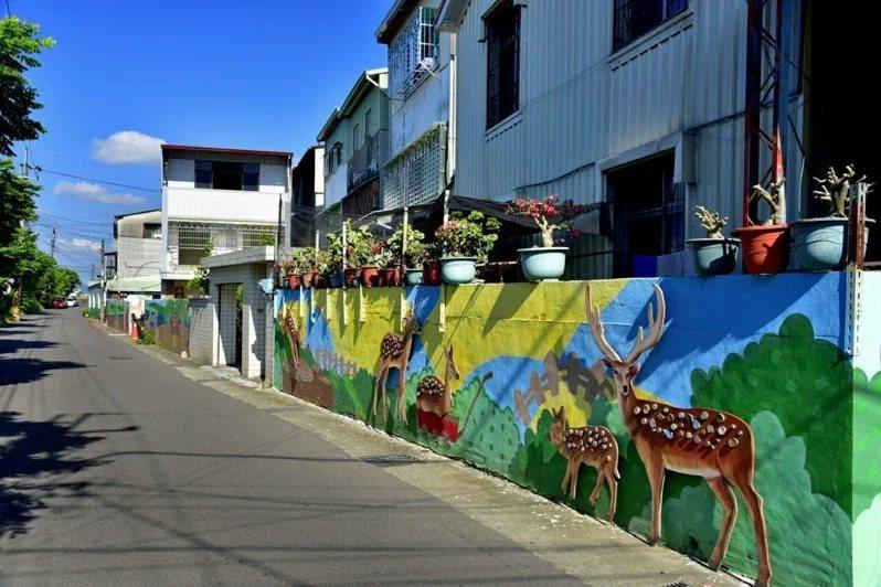 美群彩繪梅花鹿巷。 圖/中市府觀旅局提供