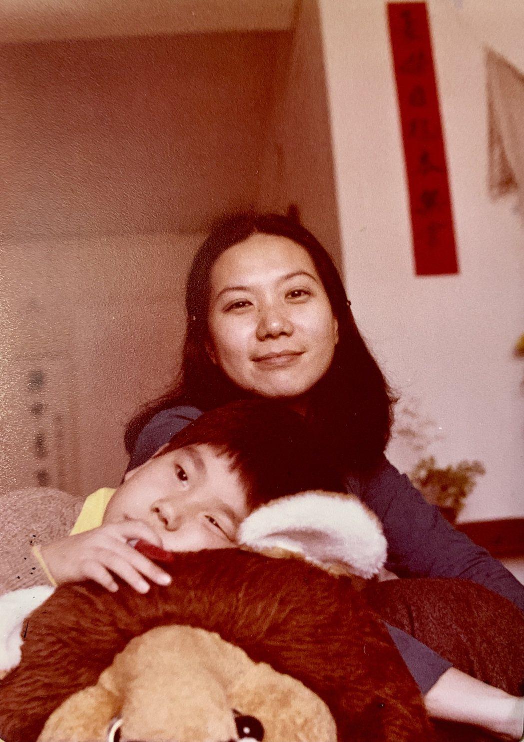 馬世芳(左)認為母親陶曉清給了自己不少音樂上的薰陶。圖/馬世芳提供