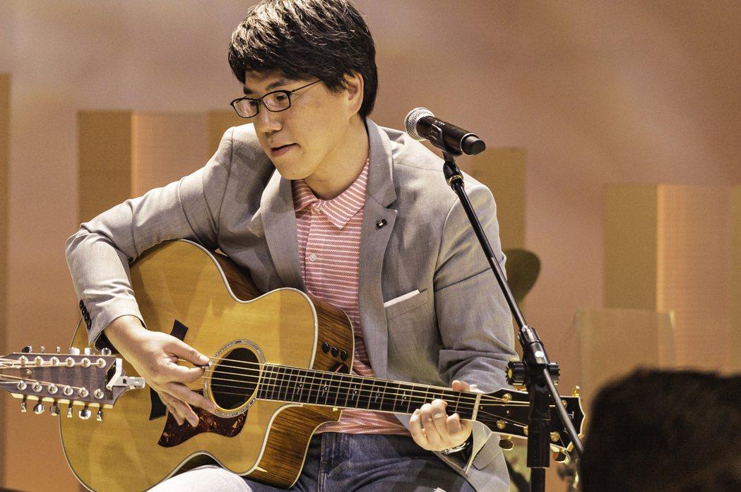 不只廣播,馬世芳也在公視主持音樂節目《音樂萬萬歲no.4》。圖/馬世芳提供