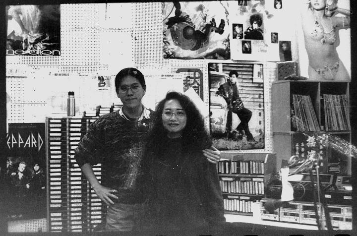 馬世芳(左)相當感念當時中廣青春網的DJ藍傑領他入行。圖/馬世芳提供