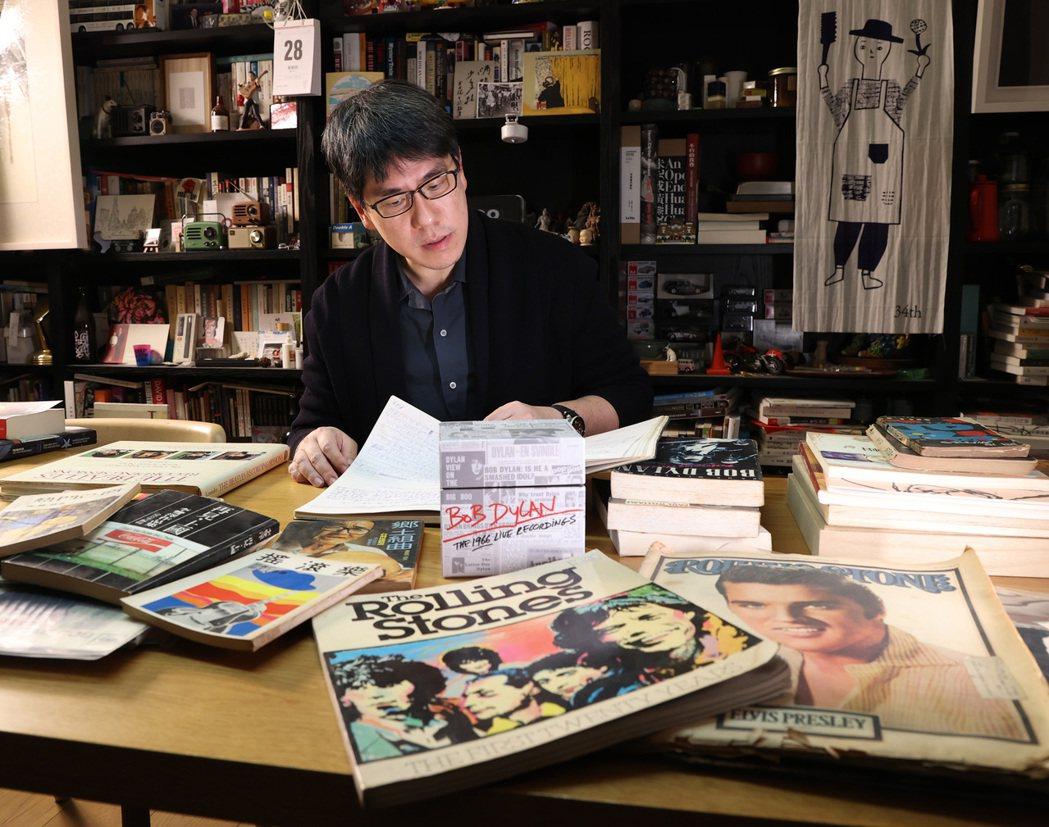 馬世芳與家中的音樂蒐藏品。記者林澔一/攝影