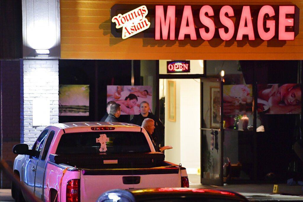 美國喬治亞州日前有3家按摩水療館接連發生槍擊案,造成8人喪命,據信有6人是亞裔女...