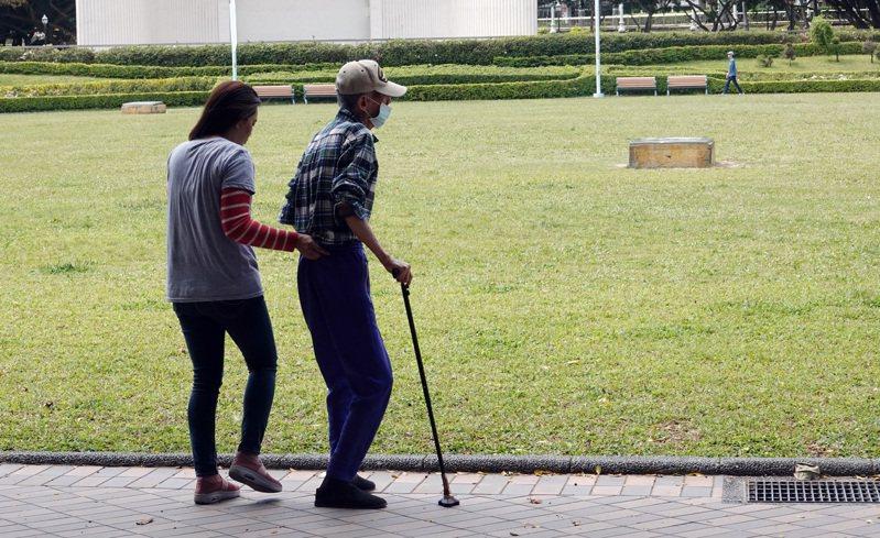 台灣的人口老化問題嚴重,快速高齡化的長照需求是一大課題。 聯合報系資料照片/記者杜建重攝影
