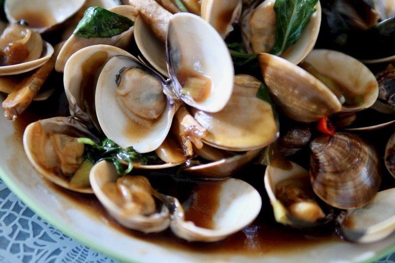 粒粒肉質飽滿的炒蛤蠣,吃的時候得小心,有爆漿的口感。