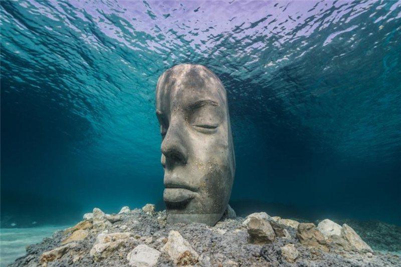 不能去復活節島看巨石  可以到法國潛水欣賞哦 / 來源:  underwatersculpture