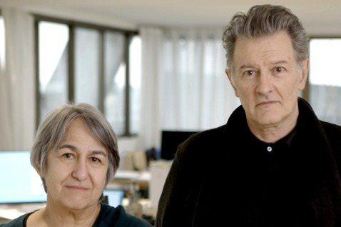 2021普利茲克建築獎得主—法國建築師安妮·拉卡頓(Anne Lacaton,右...
