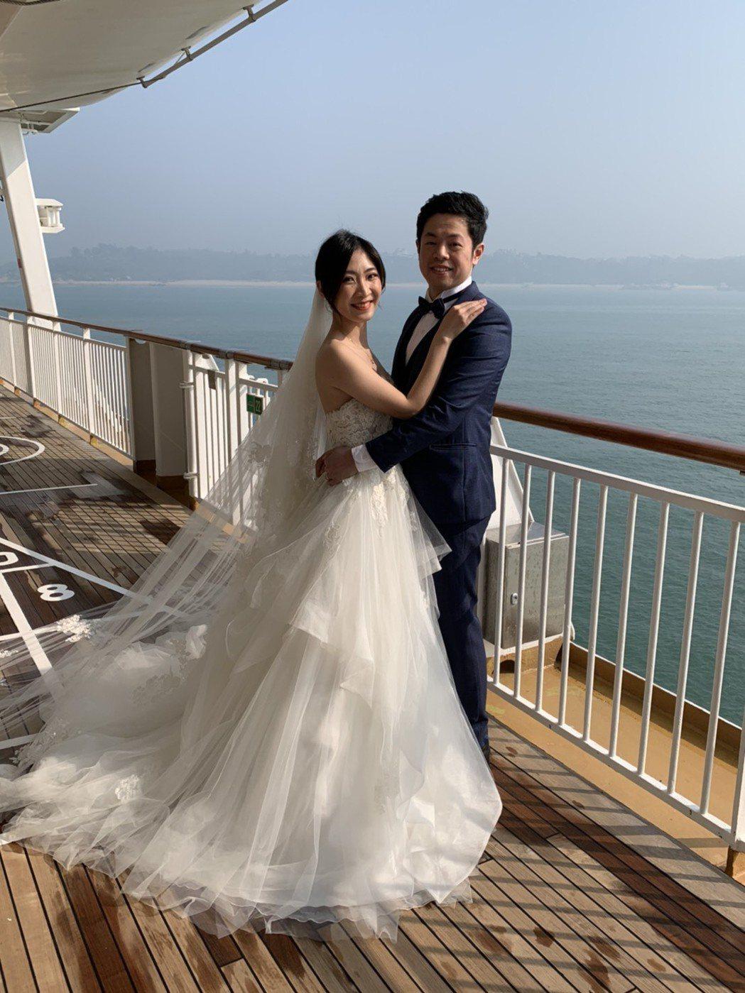 搭配520的浪漫氛圍,郵輪也成為新人結婚拍攝婚紗最愛取景的景點之一。   記者楊...