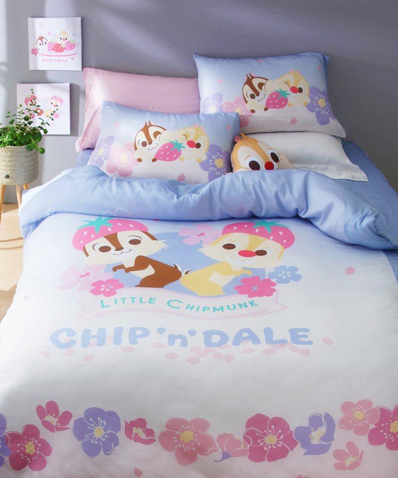 HOLA迪士尼系列粉萌季天絲床包兩用被組/雙人特價4,280元。圖/HOLA提供
