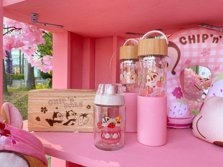 HOLA再度聯名奇奇蒂蒂,推出許多適合野餐的商品。圖/HOLA提供